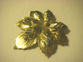 Vintage Sarah Coventry signed 3D effect gold tone triple layer leaf broo... - $12.99