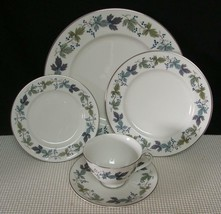 BURGUNDY TC1001 by  Royal Doulton 5 PIECE PLACE SETTING (s) Bone China EUC - $24.73
