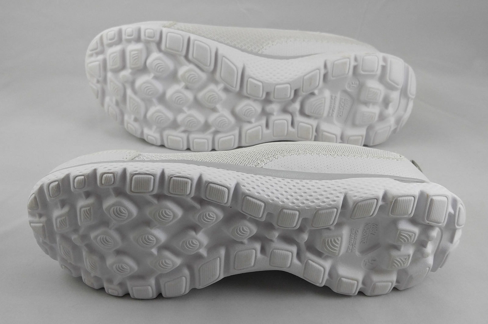 e17358b9a25 Danskin Now Women s White Memory Foam Mesh Slip-On Athletic Shoe Size 7.5