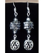 Handcrafted Tibetan Silver Wire Cage and Raised Textured Zinc Alloy Earrings  - €8,54 EUR
