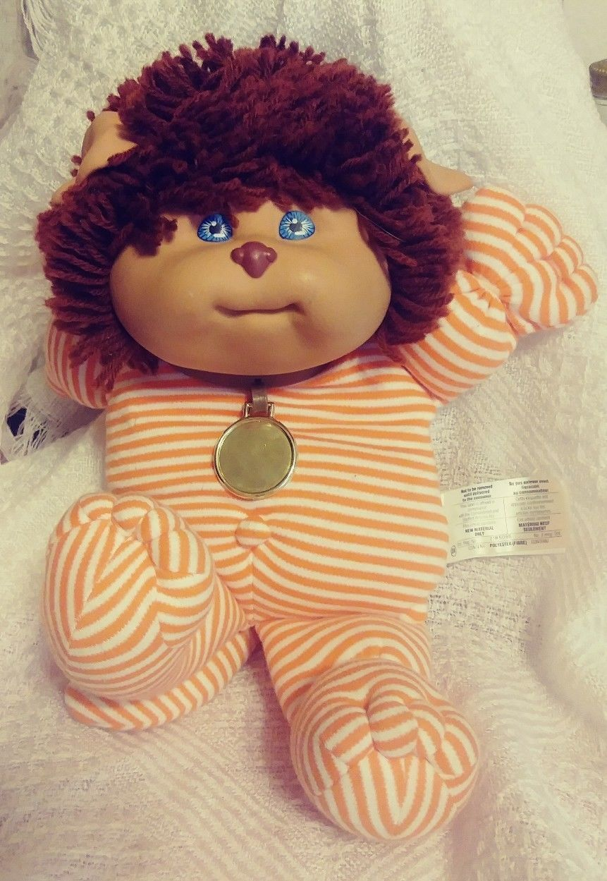 """Vintage 1980`s Blue Hair Cabbage Patch Kids Doll Head 1 1//8/"""" Badge Lapel Pin NOS"""