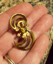 Rhinestone Pin Gold Tone Swirl Florette Brooch no makers mark Mid Century VTG  - $19.76
