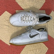 Nike mens White Leather Silver Swoosh Retro Cortez Sneakers Shoes M 9/ W... - $39.00