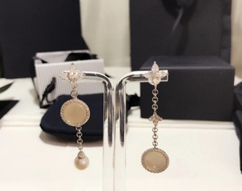 BNIB AUTHENTIC APM MONACO Asymmetric Eternelle Dropping Earrings With Pearl  image 10