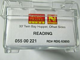 Micro-Trains # 05500221 Reading 33' Twin Bay Hopper, Offset Sides N-Scale image 3