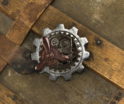 SteamPunk Cosplay Victorian Metal Large Gear Propeller Pin, NEW SEALED - $12.59