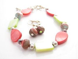 PINK AND LIGHT GREEN DYED ART GLASS,MOTHER OF PEARL BRACELET EARRING SET... - $23.71