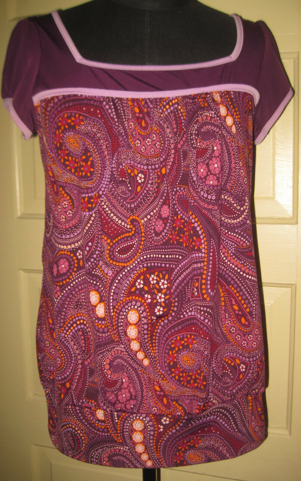 SIXTEEN Jr's Stretch Purple Paisley Silky SS Top Shirt Blouse M FREE SHIP