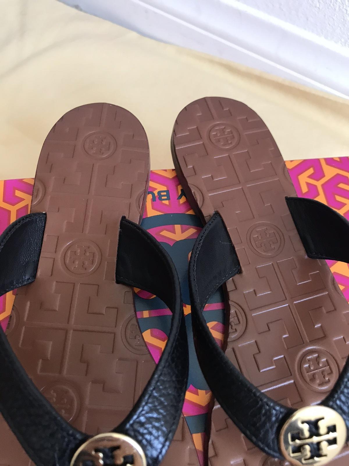 d77422062 size 7M NIB TORY BURCH Black/ Gold Thora Thong Leather Sandals