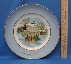Vintage 1977 Enoch Wedgwood Collectors Plate Avon Christmas Carollers In Snow - $6.92