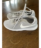 Nike Boys Gray Lightweight Tennis Shoe Size 13.5 EUC - $13.85