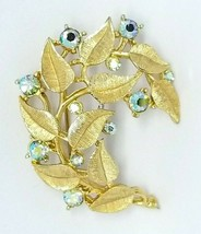 Crown TRIFARI Green Aurora Borealis Rhinestone 1950s Flower Gold Tone Pin Brooch - $49.49