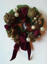 Avon Christmas Holiday Potpourri WREATH PIN Brooch spice in box 1997 - $6.99