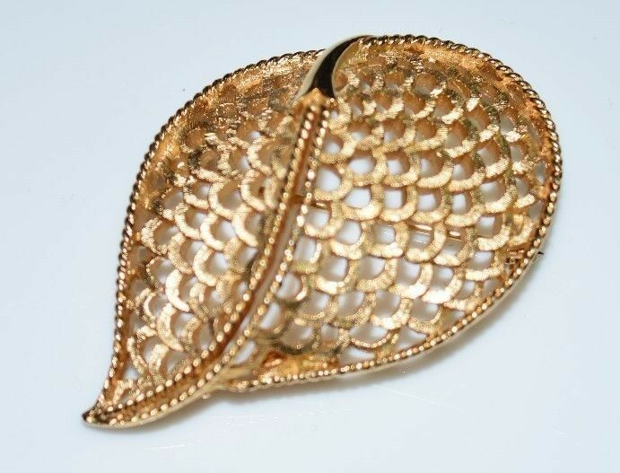 Primary image for VTG CROWN TRIFARI Gold Tone Abstract Modern Openwork Leaf Brooch Pin