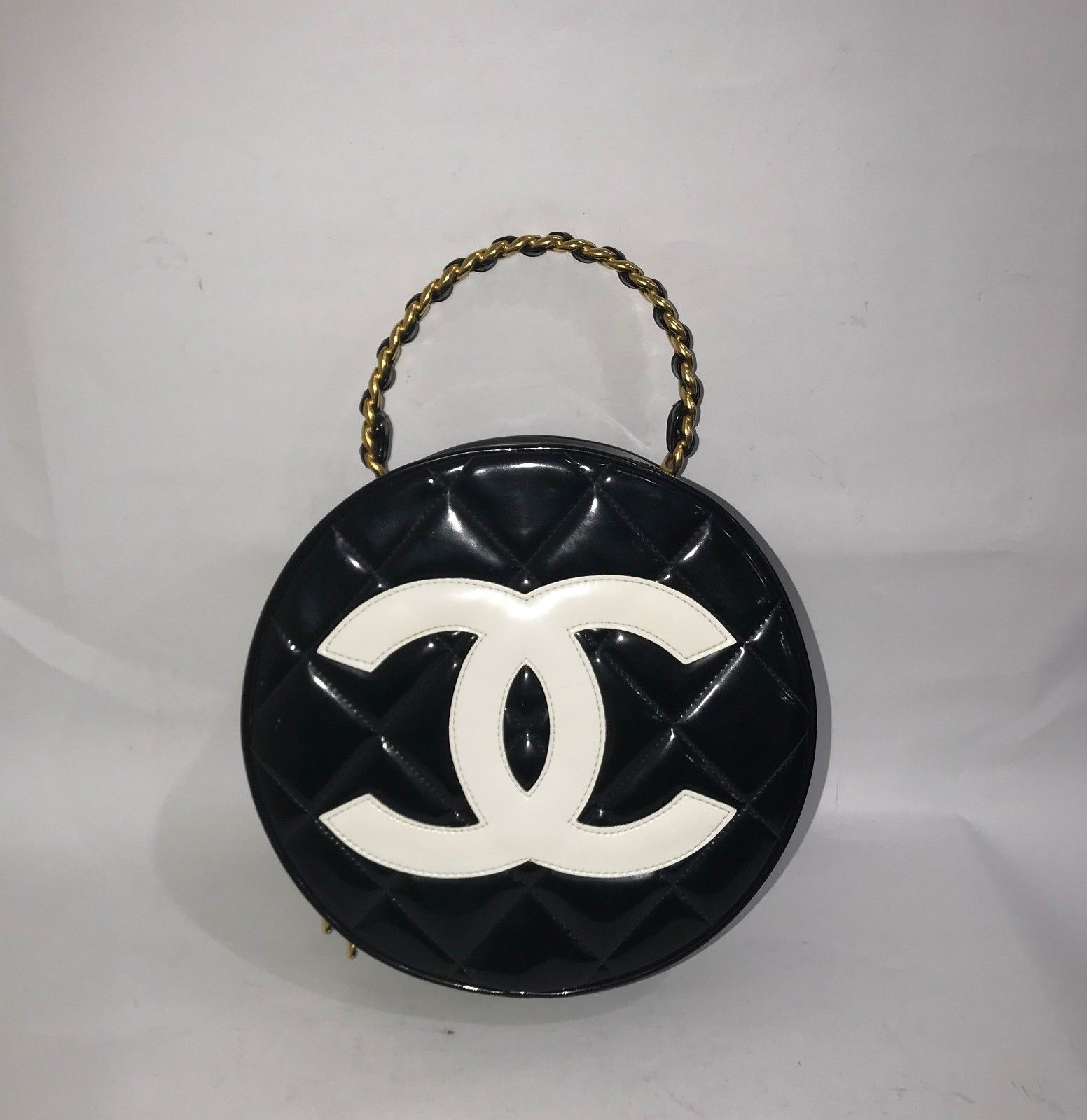 644df557d634 CHANEL VINTAGE Round Vanity Case Black and 50 similar items