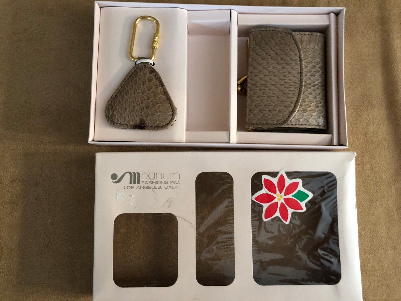 Vintage Magnum women gift set key chain and wallet coin purse boxed