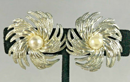 Vintage Signed Sarah Coventry Silver Tone Faux Pearl Flower Clip On Earrings - $9.89