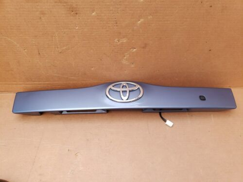 04-09 Prius XW20 Trunk Lift Gate Center Garnish Trim Panel Tag Light Cover (8S2)