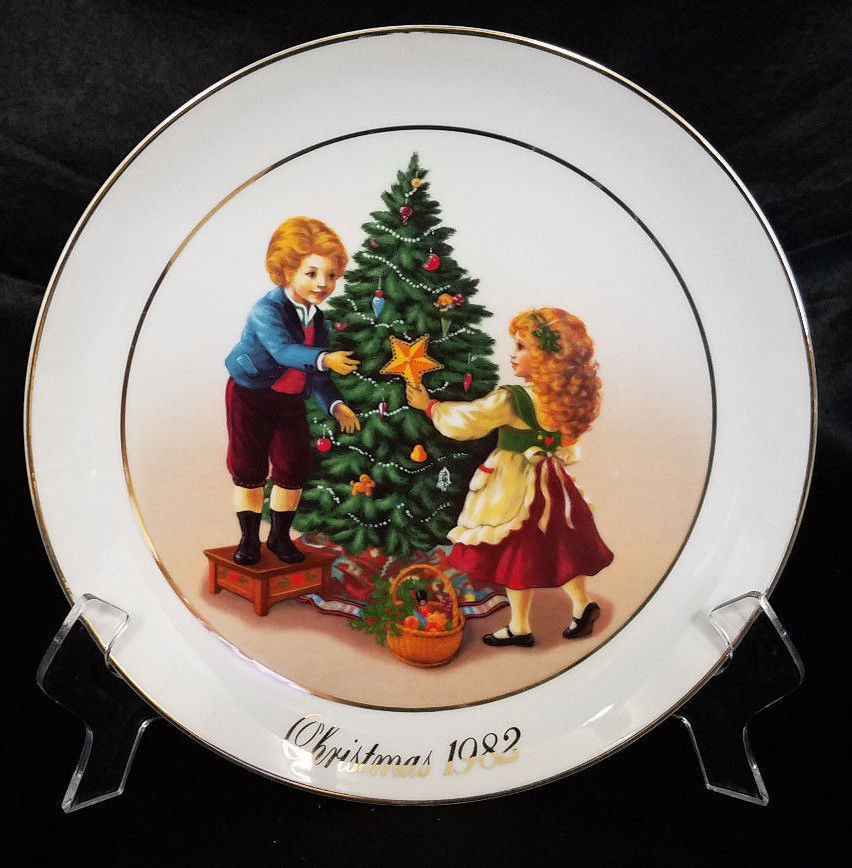 AVON CHRISTMAS PLATE 1982 2ND EDITION