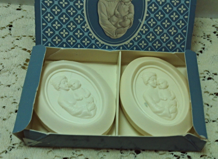"Vintage AVON "" A Mother's Joy"" Boxed Soap Gift Box // Vanity // Guest Bathroom"