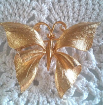 Vintage Signed Empress Jewels Butterfly Gold Tone Textured Dimensional P... - $6.99