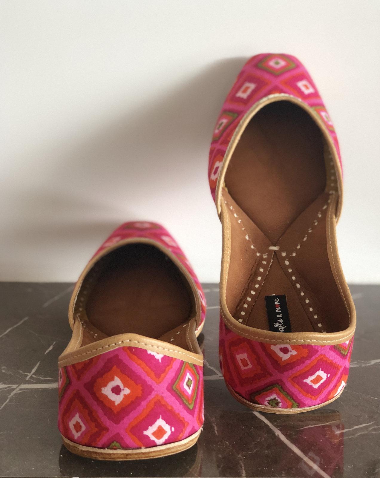 Pink Bandhani Bandhej Jutti, Women Ethnic Mojari, Indian Slippers, Bandhej Jutti - $37.99