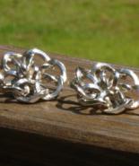 Vintage Volupte Flower Earrings - $5.00