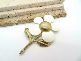 Vintage Sarah Coventry Large Gold Tone White Enamel Daisy Flower Brooch ... - $19.99