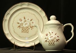 Cumberland Stoneware Mayblossom Pitcher with lid & Serving Tray AA-192035-F Vin image 9