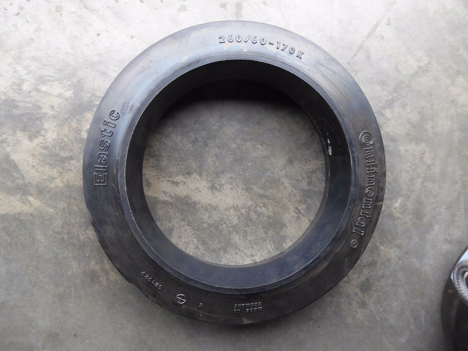 Continental Elastic Solid Tire 260/60-170 for KM15.Z