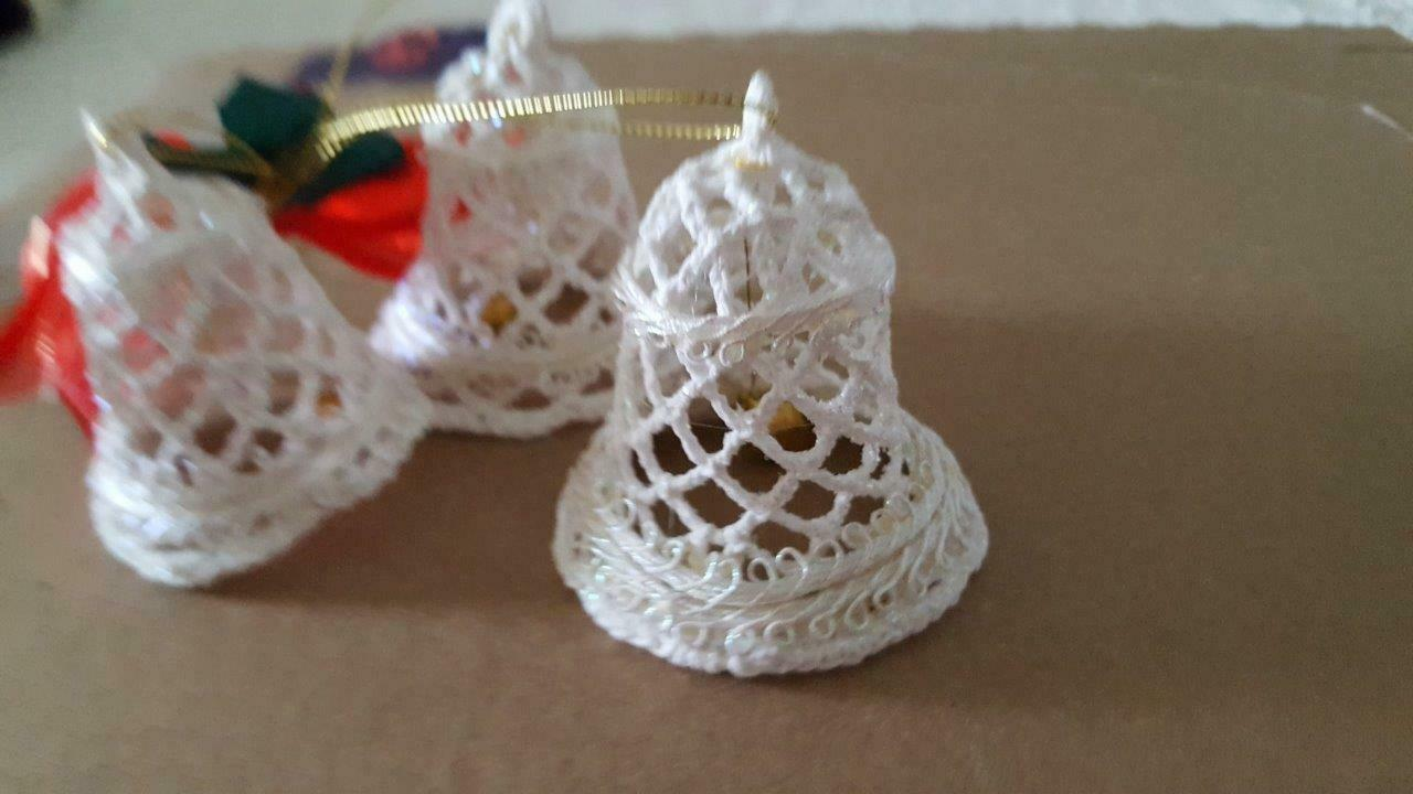 "2004 AVON TRIPLE BELL CROCHETED LACE ORNAMENT, STARCHED, WHITE, 2.5""BELLS,PRETTY"