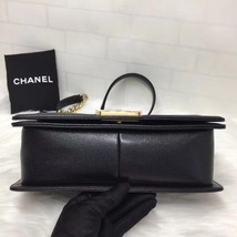 AUTH NEW CHANEL 2018 BLACK QUILTED CAVIAR LEATHER MEDIUM BOY FLAP BAG GHW image 4
