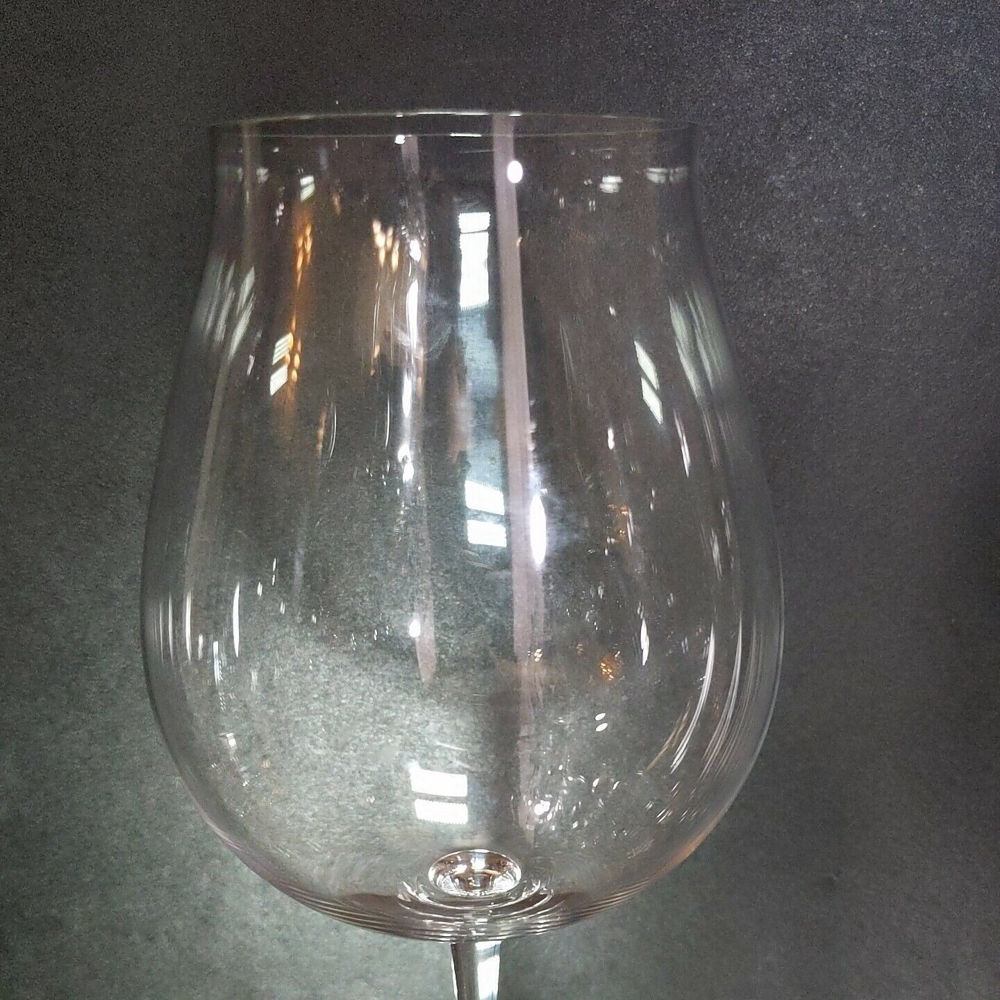2 (Two) RIEDEL VINUM New World Pinot Noir Lead Free Crystal Wine Glasses -Signed image 3