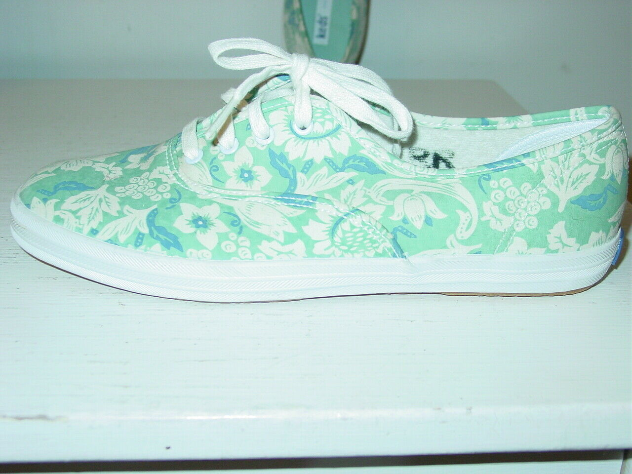 Women's Keds white blue floral gym shoes lace up-8 NEW