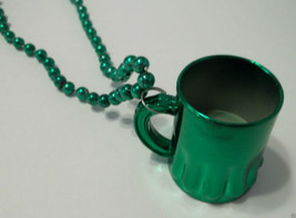 "Green St Patrick's Cup ""Beer Mug"" Mardi Gras Bead Necklace - €4,07 EUR"