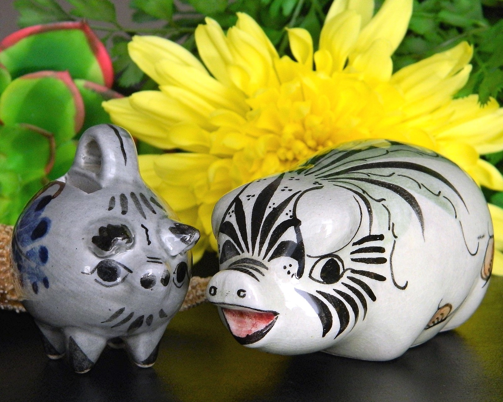 Primary image for Pig Pair Mexico Pottery Figurines Mexican Noe Suro Folk Art Mini Bank