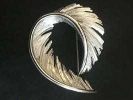 Vintage Signed Lisner Silver Tone Textured Leaf Mid Century Brooch Pin Figural - $14.99