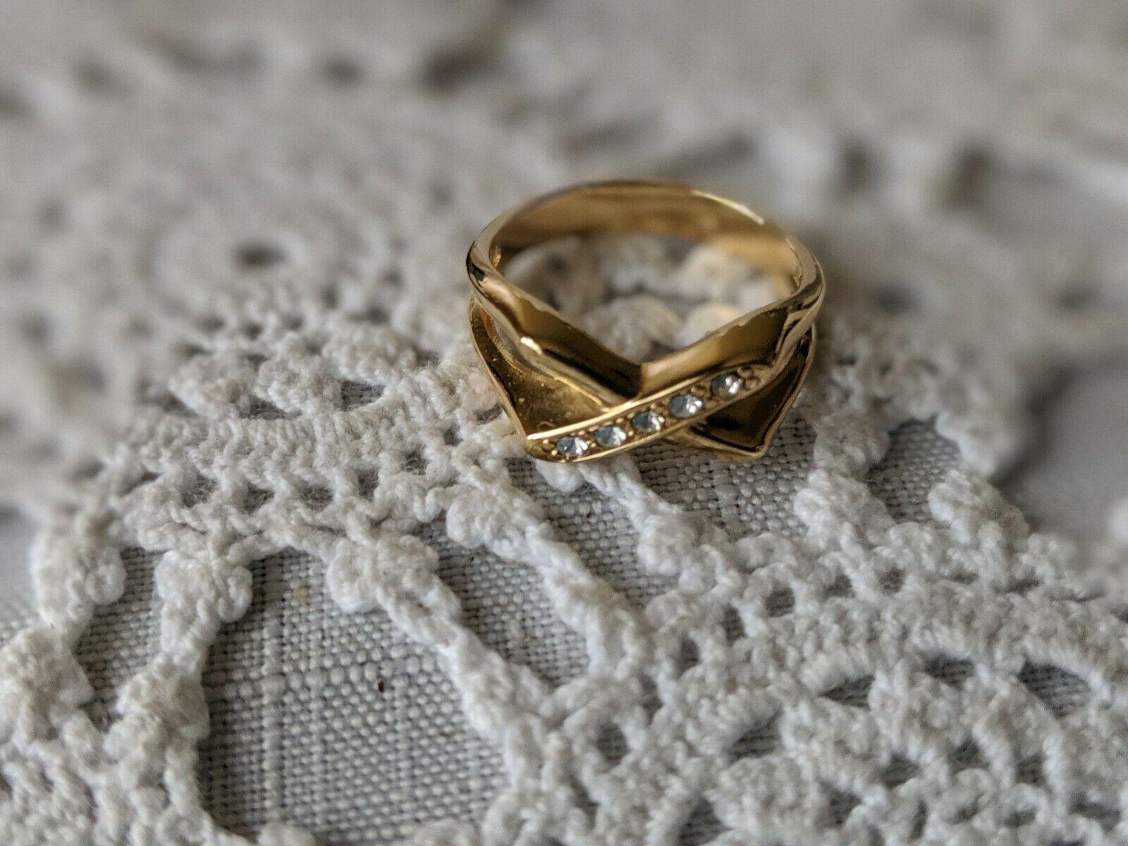 Avon Designer Signed Sparkle Kiss Rhinestone Ring Size 8 image 3