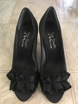 The Touch of Nina Women's Black Ruffle Bow Peep Toe formal Dress Pumps Size 6 M - $25.92