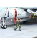 USAF Ground Support Crew 1:72 Pro Built Model #6 - $11.13