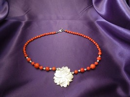 Lee Sands Signed Carved Mother of Pearl Hibiscus Flower Coral Bead Necklace - $31.19