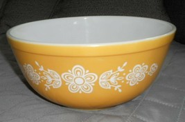 Pyrex Bowl Round Nesting Butterfly Gold 2 1/2 qt - $9.79
