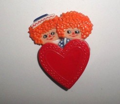 Vintage 1974 Hallmark Valentines Day Pin Brooch Raggedy Ann & Andy on Heart  - $10.00