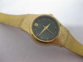 Seiko 8Y21-0029 Gold Tone Black Dial Wristwatch Watch Vintage - $24.74