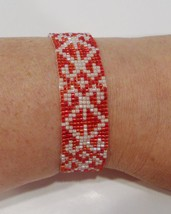 handmade red and off-white lace pattern beaded bracelet - $9.00