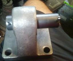 BDEB-13 Pivot Bracket Hydraulic Pneumatic Cylinder Mounting