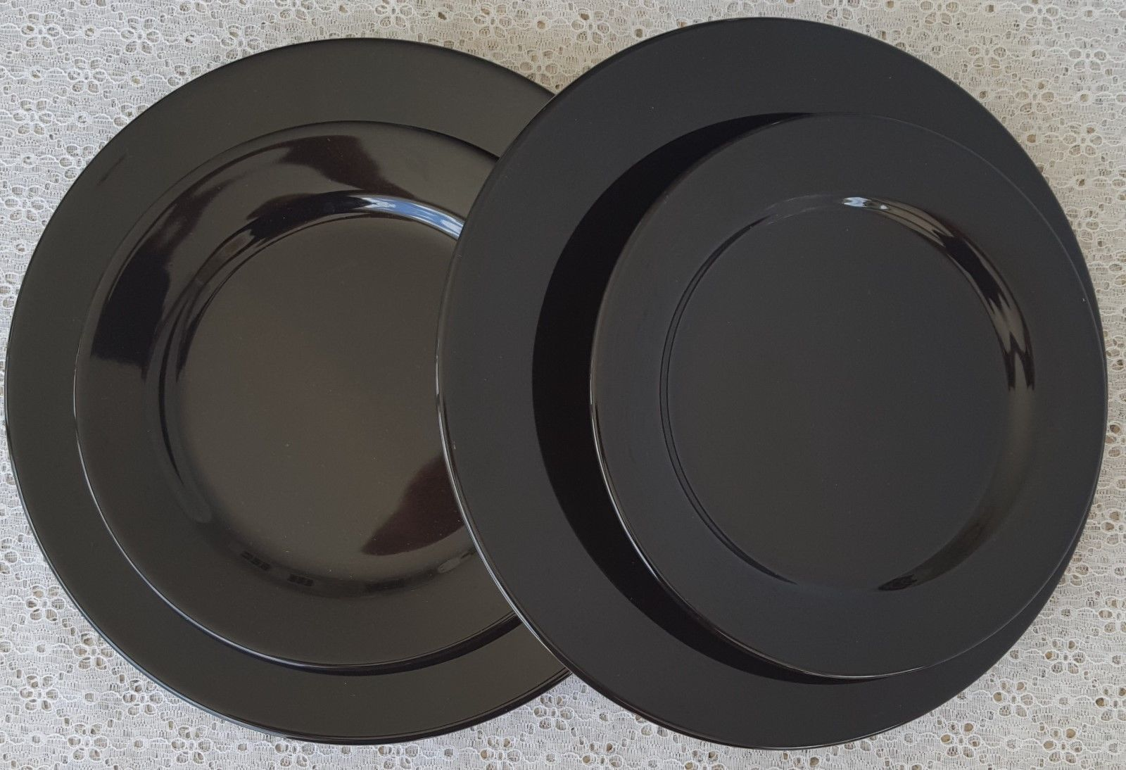 4 Pcs Waechtersbach Black Made in Spain DInner \u0026 Salad Plates Dinnerware 2 Each & 4 Pcs Waechtersbach Black Made in Spain and 50 similar items