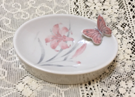 Vintage Pink & Grey Lily Flower Design 3-D Butterfly Oval Soap Dish Trin... - $8.50