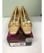 Easy Street Alive 5 Women's Waive Pumps Size 8WW Gold Satin Heels - $29.45