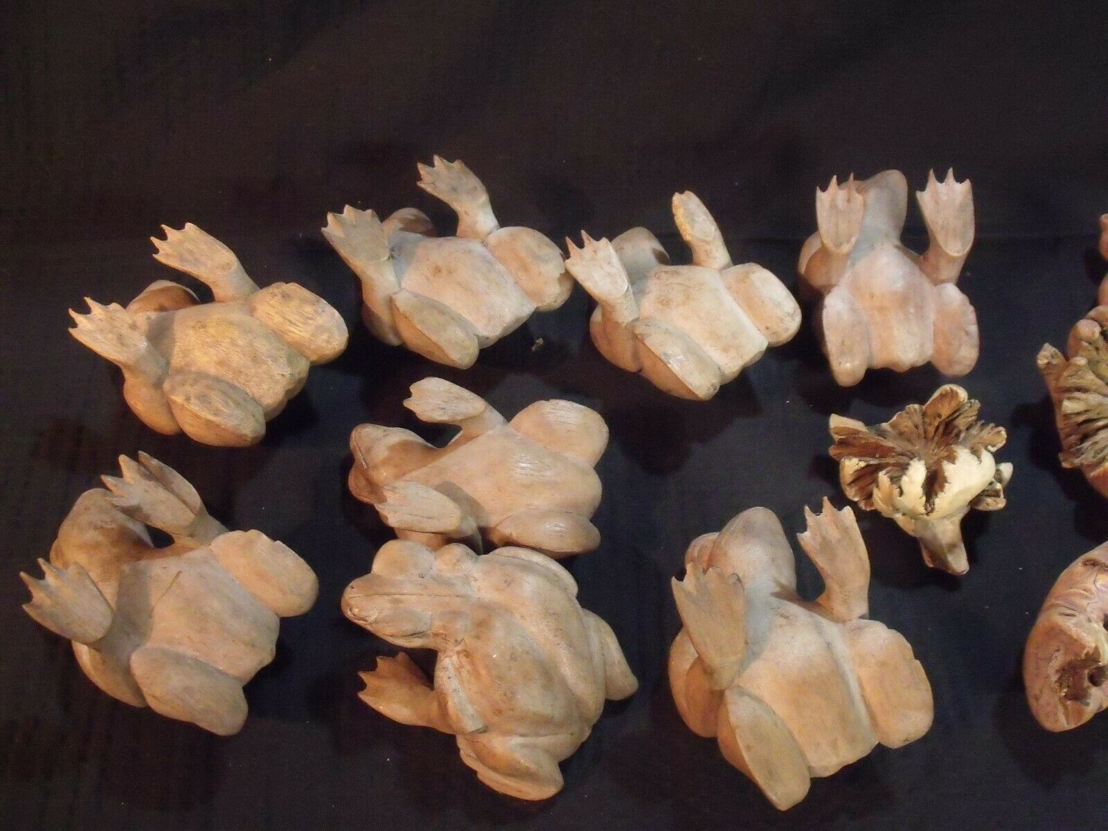(11) VARIOUS VINTAGE HAND CARVED INDONESIAN WOOD FROGS image 8